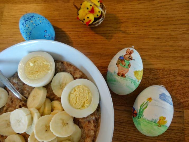 Påskfrukost med gröt och ägg