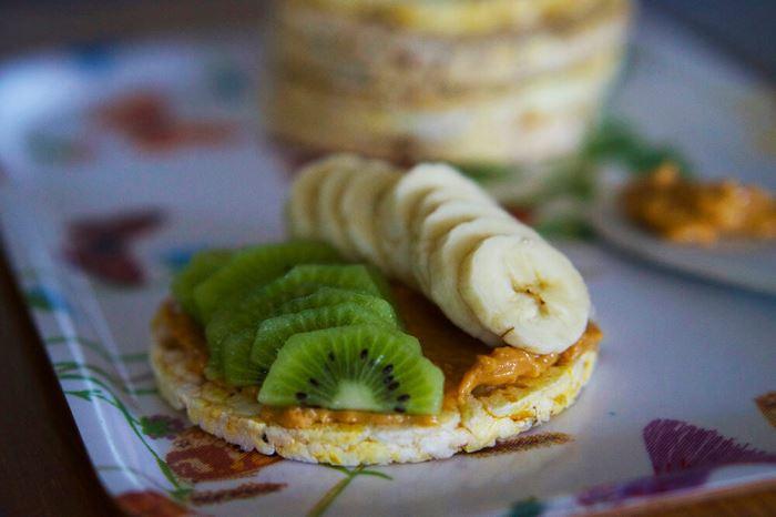 majskakor-med-jordnotssmor-1