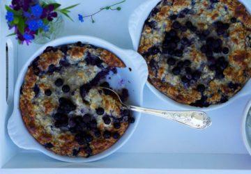 Ugnsbakad blåbärsgröt som en ljuvlig frukost
