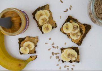 Fröknäcke med banan och jordnötssmör