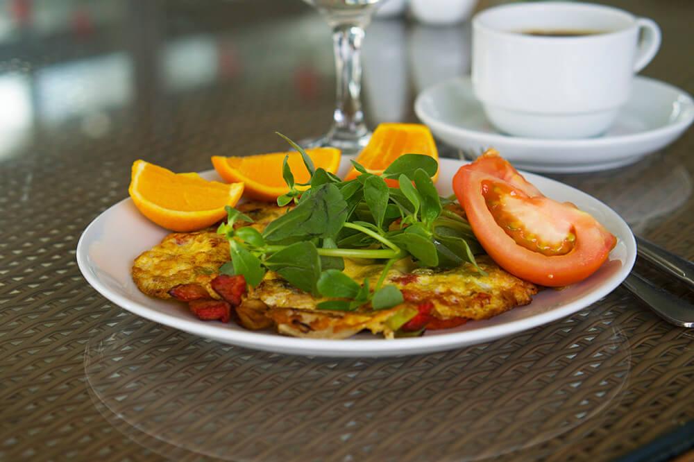 Omelett till frukost på Club Salima, Kemer, Turkiet