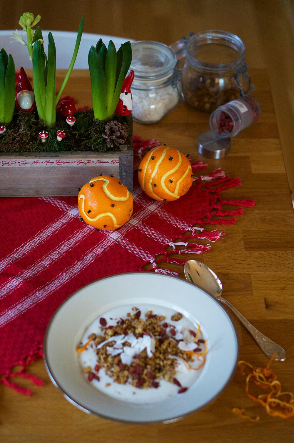 Julfrukost med fil och granola
