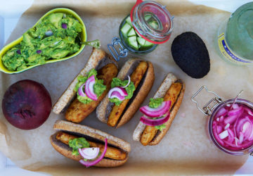 Vegetariskt grilltips - Grillade quorn filéer i korvbröd