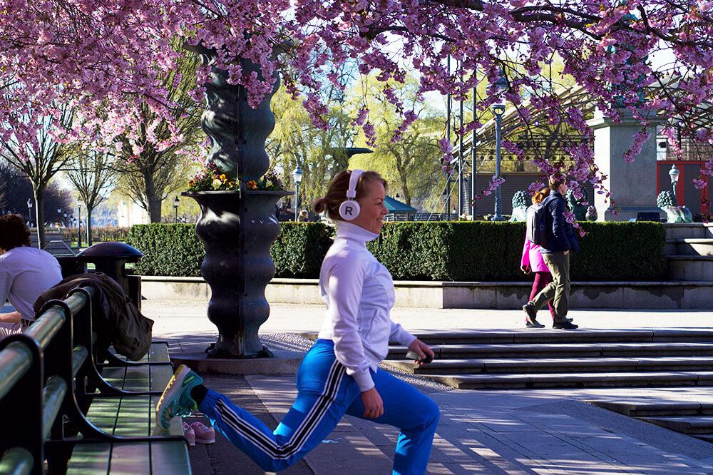 Karins träningspass under körsbärsträden i Kungsträdgården