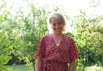 Karin i trädgården