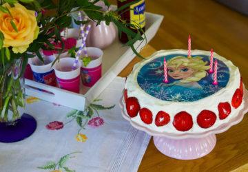 4-årskalas med Frost-tårta