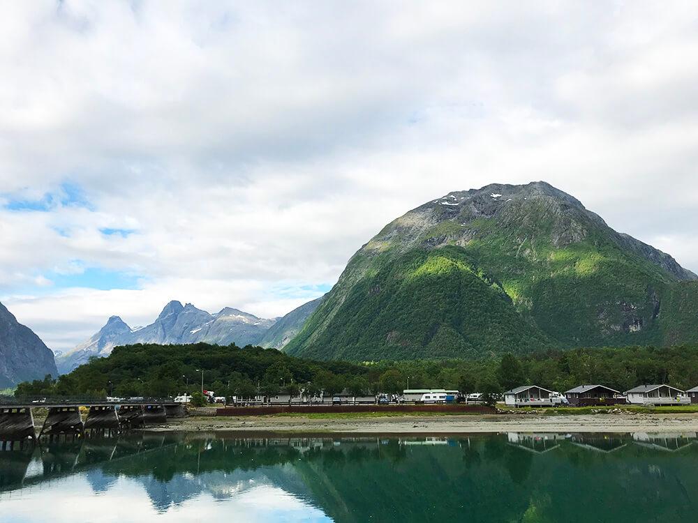 Morgonpromenad i Åndalsnes, Norge