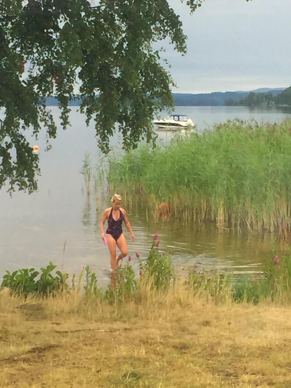 Sommarbad i sjön Fryken, Värmland