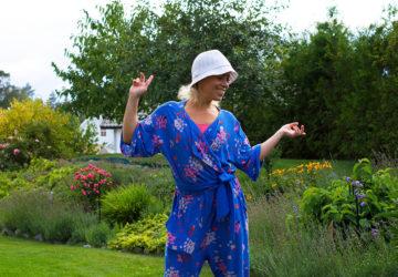 Karin Axelsson i trädgården