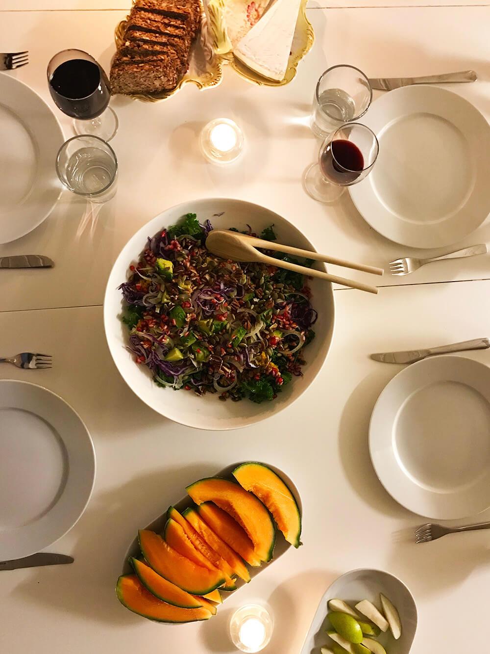 Grönkålssallad med avokado och granatäpple