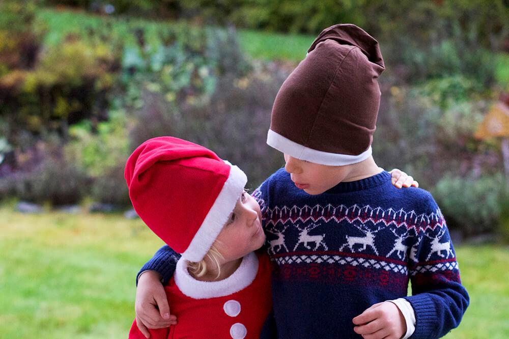 Barnen med julkläder