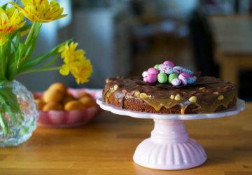 Påsktårta choklad - recept på en Snickerstårta