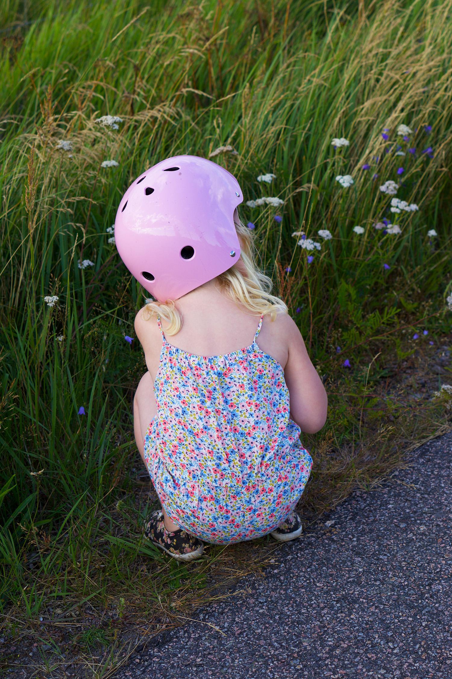 Blomplockarpromenad med barn