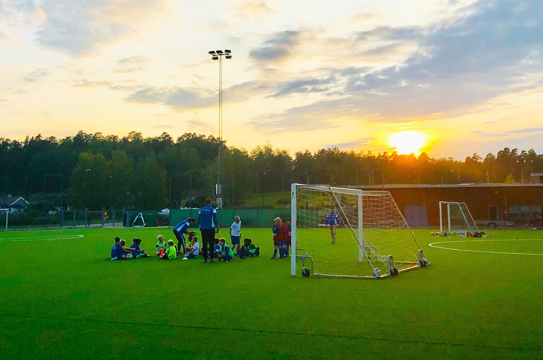 En fin septemberkväll vid fotbollsplanen