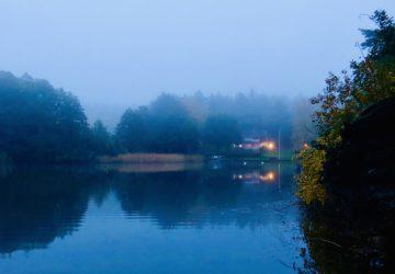 Höstmorgon vid sjön