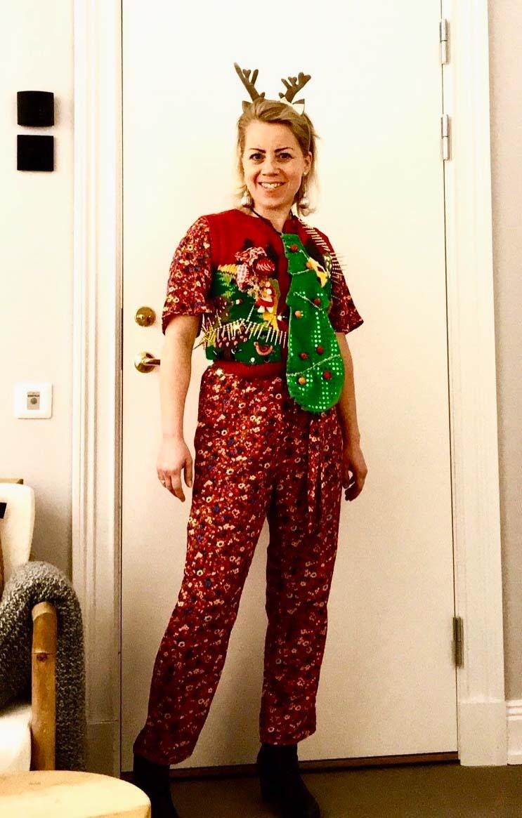 Karin i ful jultröja