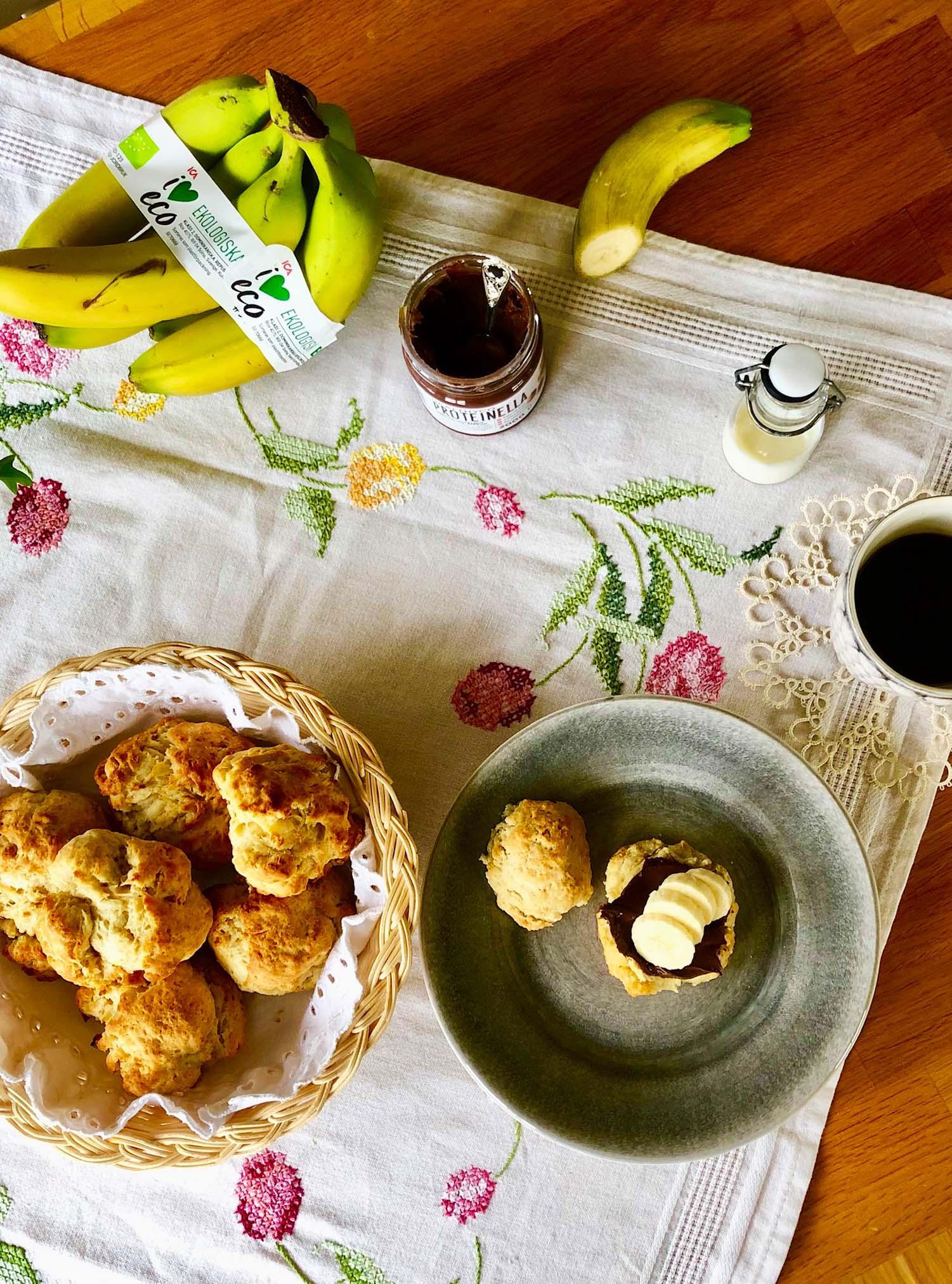 Scones med nutella och banan