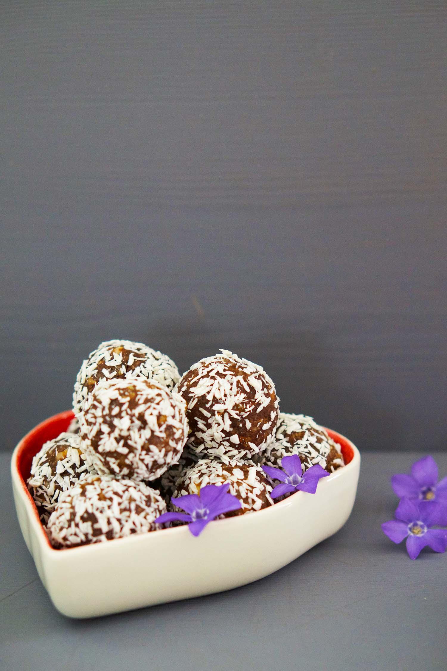 Choklad- och kardemummabollar recept