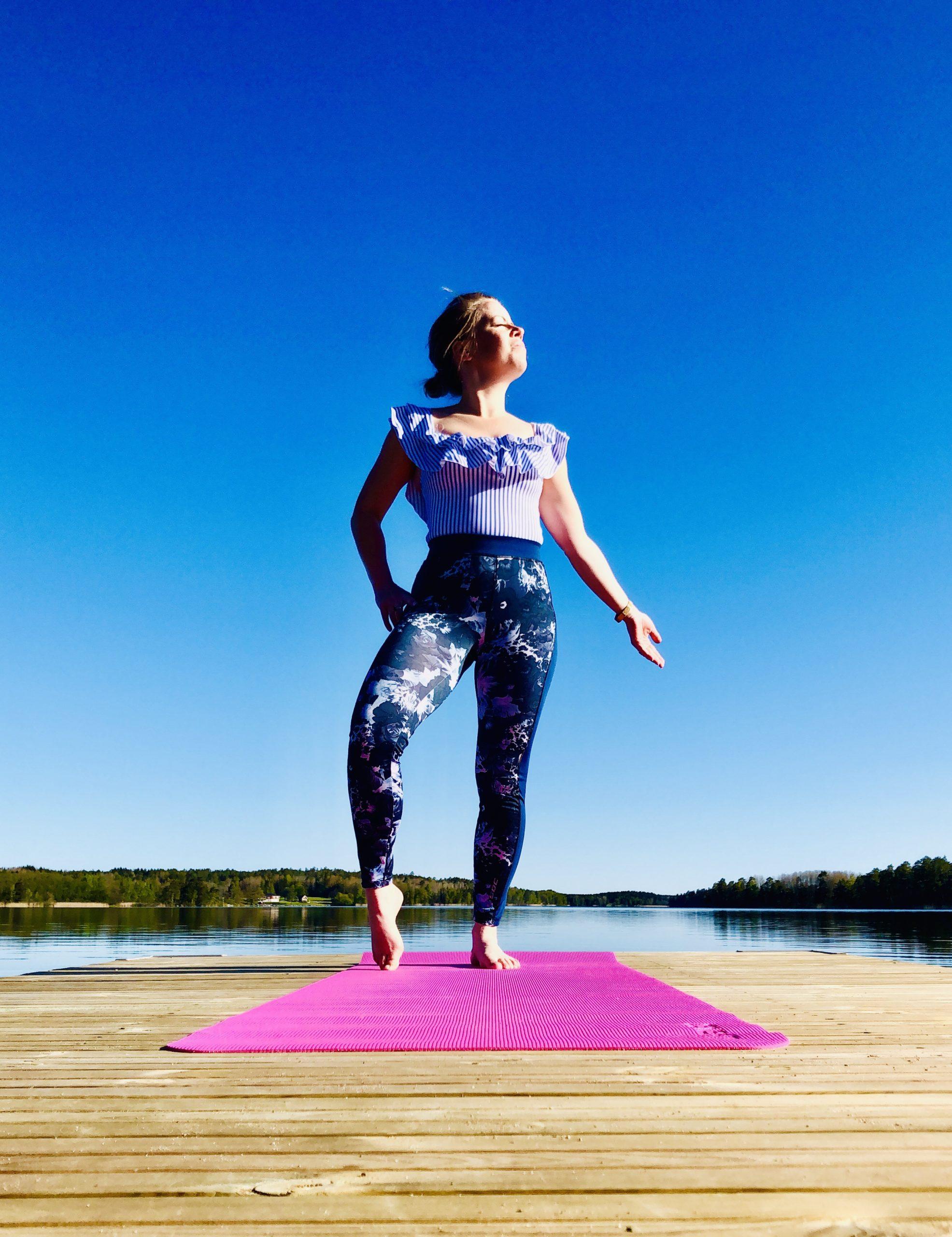 Yoga på en brygga