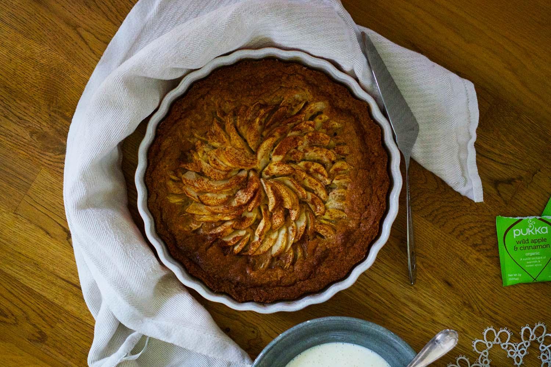 Äppelkaka med vaniljsås