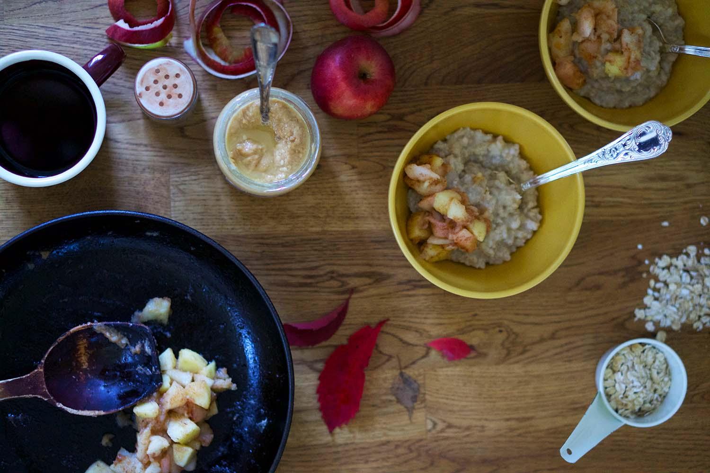 Havregrynsgröt med stekt äpple - recept