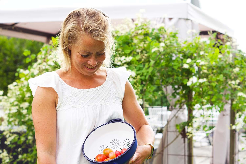 Karin Axelsson och tomater