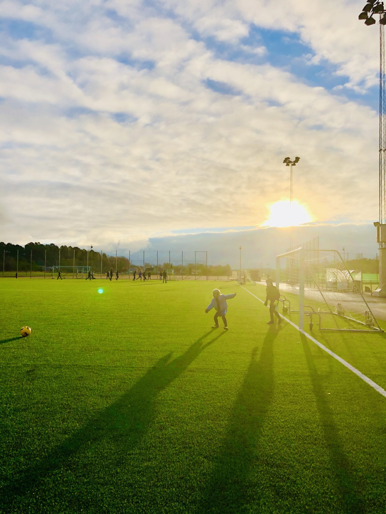 Fotbollsspel på fotbollsplan