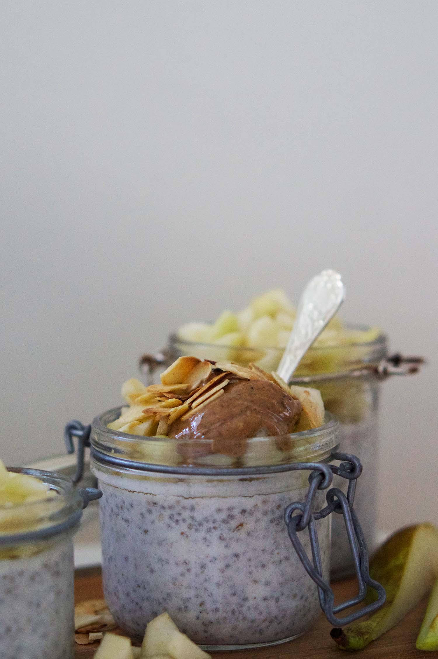Chiapudding päron och mandel